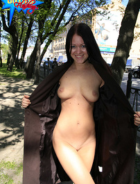 Busty demonstrates her luscious body in the street